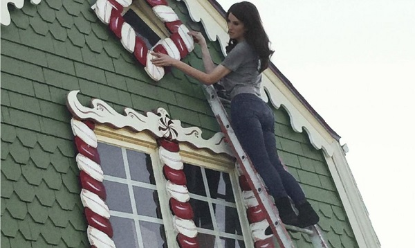 Gingerbread House Christine McConnell Hanging Candy 1020x610