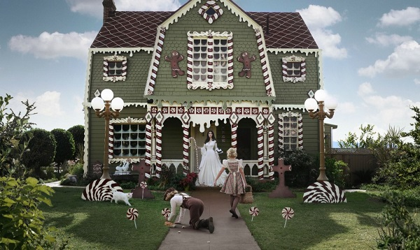 Gingerbread House Exterior Christine McConnell 1020x610