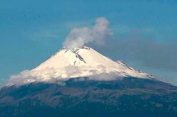 Strani oggetti si librano intorno al vulcano Popocatepetl4