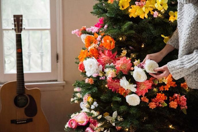 albero natale con i fiori