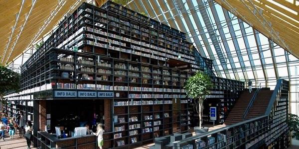 book mountain spijkenisse 814