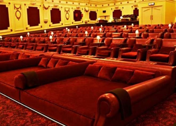 cinema letto poltrone tendenza