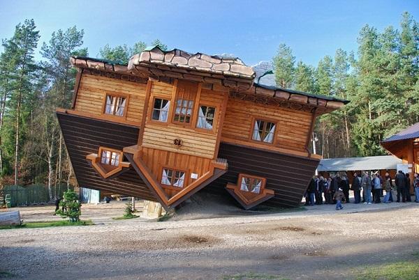 Upside down House in Szymbark2