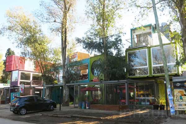 BZZ Arquitectura shipping container mall QUO Container Center Buenos Aires 2