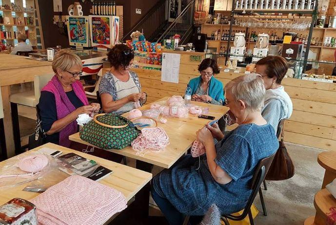 knitting café