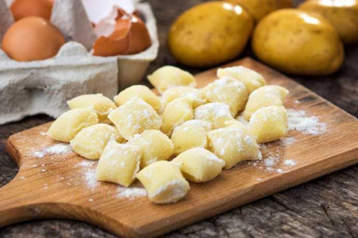 Ricetta Gnocchi Con I Fiocchi Di Patate.Gnocchi Di Patate Come Farli In Poco Tempo Greenme