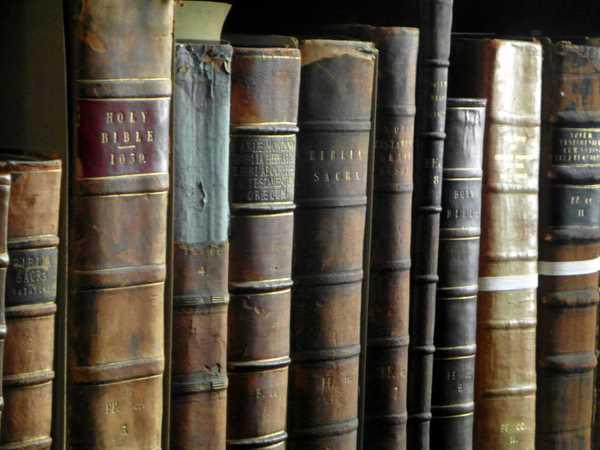 trinity college long room library dublin 11