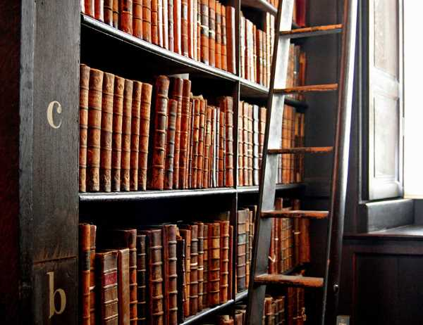 trinity college long room library dublin 5