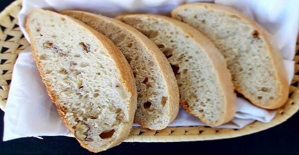 pane fatto in casa alle noci
