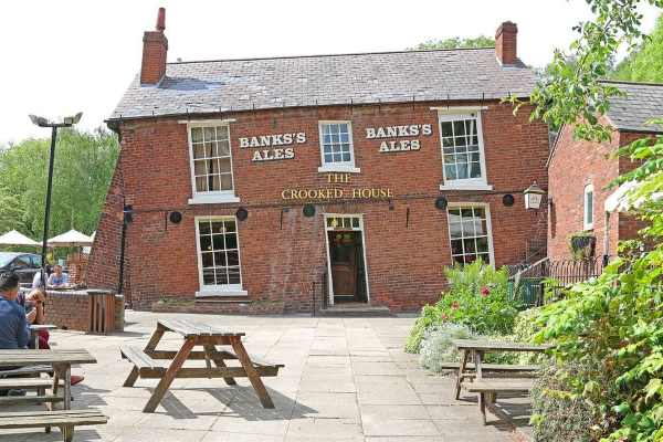 crooked house himley copia