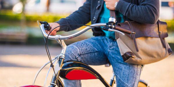 inquinamento citta bici camminare