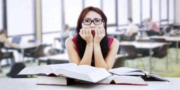 L'ansia da prestazione è un male comune durante gli esami di maturità. Scopri i rimedi naturali per combattere l'ansia