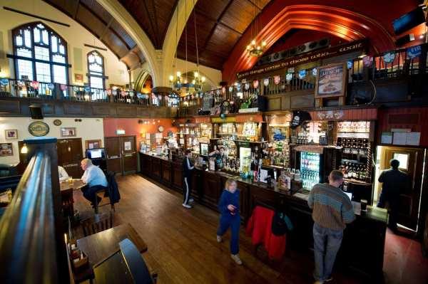 londra chiesa pub
