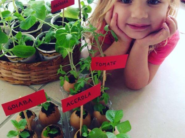 bambina pianta alberi8