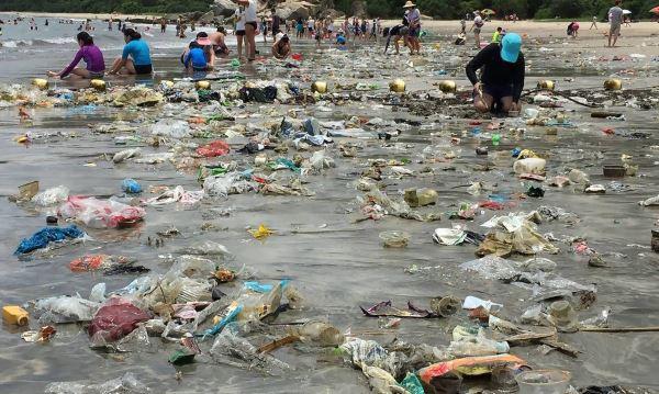hong kong plastic trash tsunami 1020x610