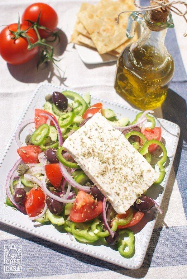 insalata greca con i capperi