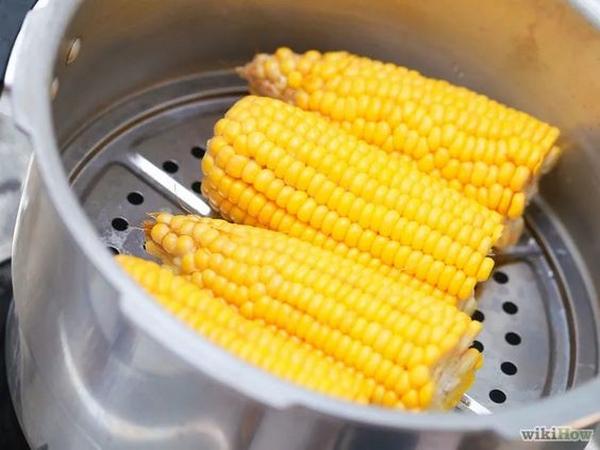 pannocchie di mais al vapore