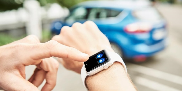 smartwatch ford 1