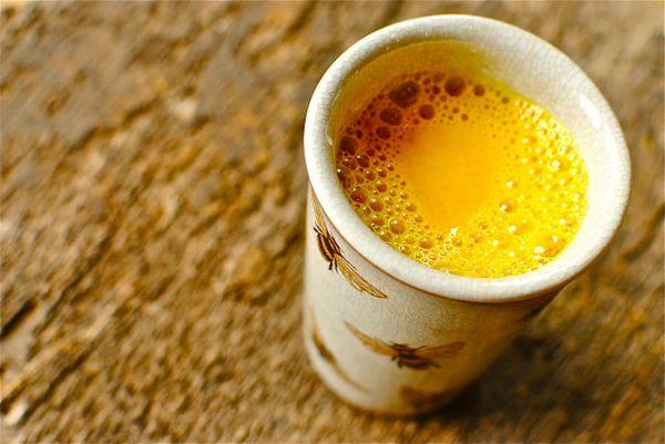 golden milk latte di mandorle