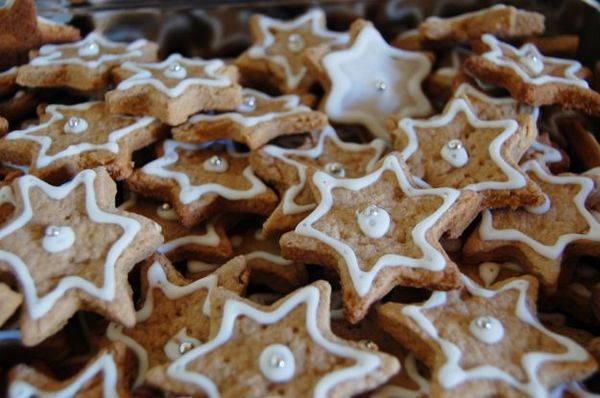 biscotti di natale a forma di stella
