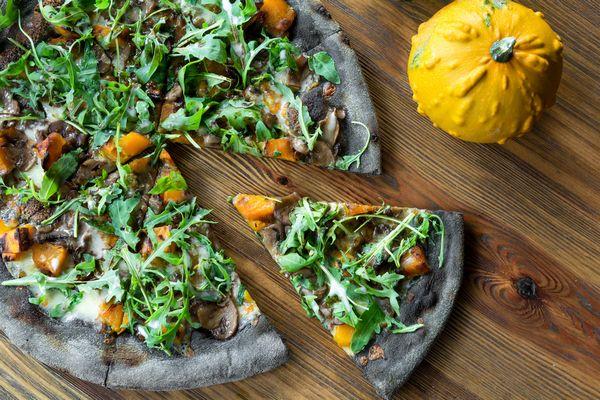 pizza nera carbone