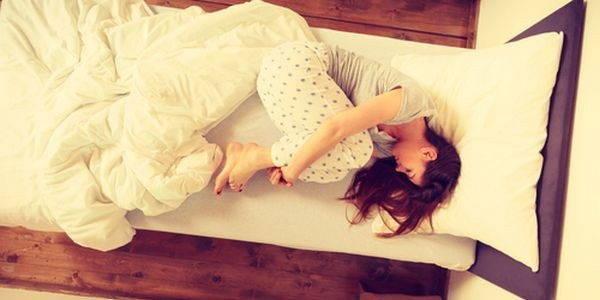 Dormire Cuscino Tra Le Gambe.5 Posizioni Da Evitare Quando Dormi Possono Causare Dolore Greenme It