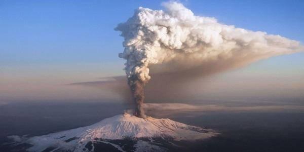 etna eruzione feriti