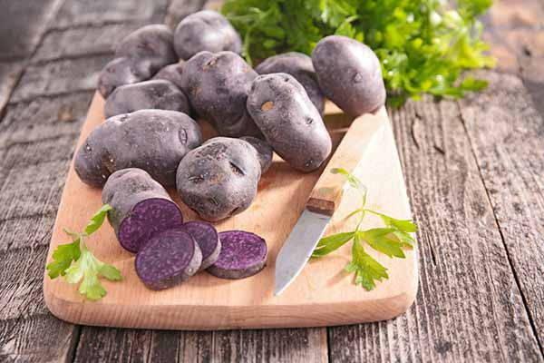 patate viola tagliere