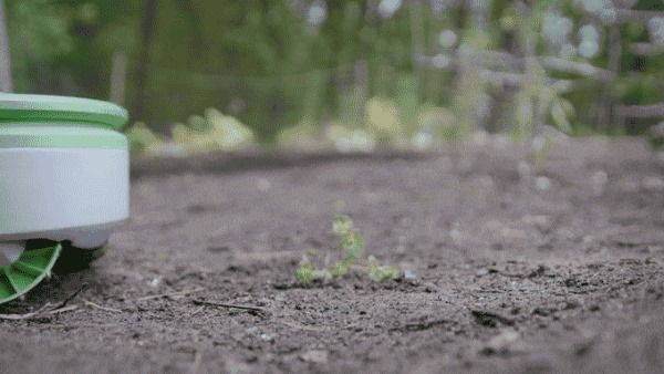 robot giardino solare3