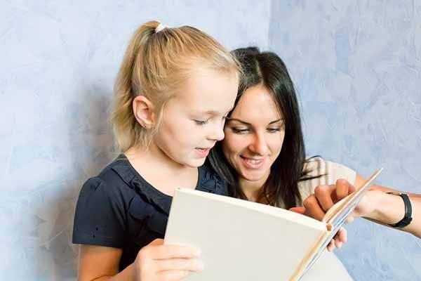 leggere adulti bambini