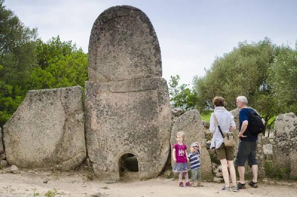arzachena dolmen sardegna