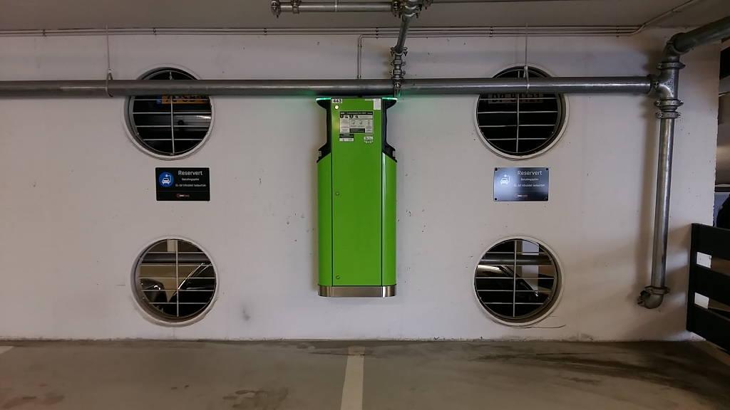 Spazio per le auto elettriche in un parcheggio a Lillehammer