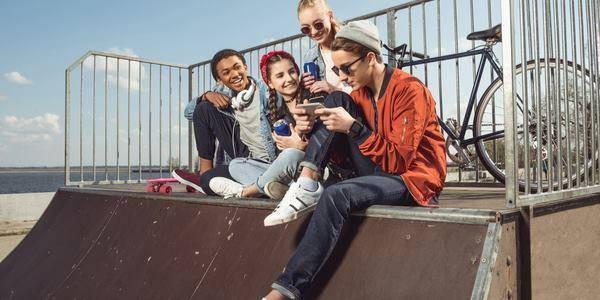 Adolescenti smartphone