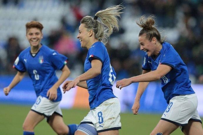 nazionale femminile di calcio