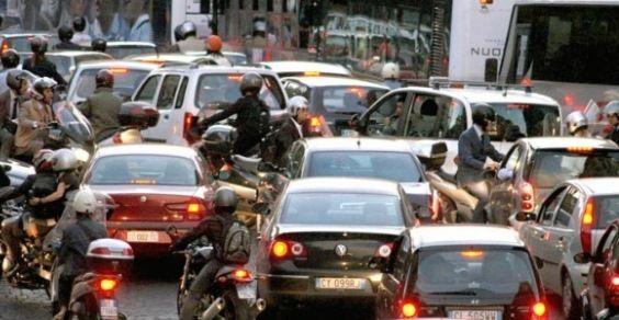 Risultati immagini per città traffico site:greenme.it