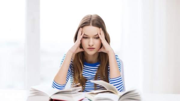 studentessa mal di testa