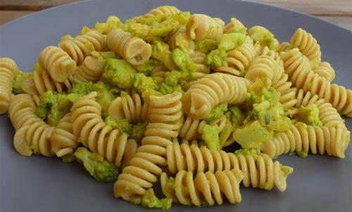 pasta cavolo-verde curcuma