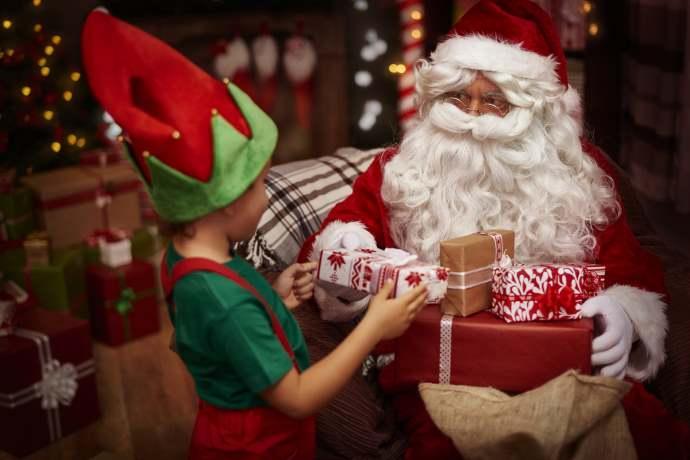 Cerca Immagini Di Babbo Natale.Aaa Cercasi Elfo Aiutante Di Babbo Natale 2mila Euro Per 11