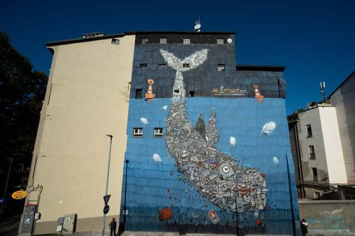 Balena rifiuti murales