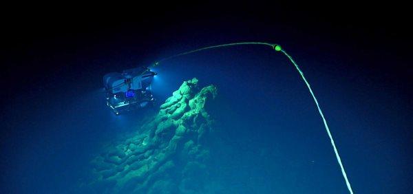 eruzione vulcano sottomarino4