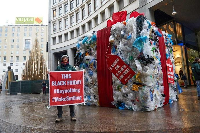 black friday consumismo pacco greenpeace