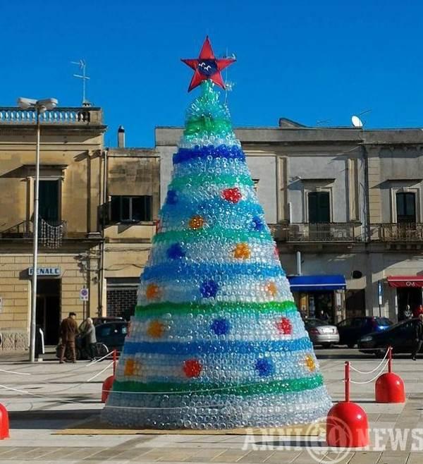 Albero Di Natale 6 Mt.Questi Alberi Di Natale Non Sono Fatti Di Foglie E Rami E Hanno
