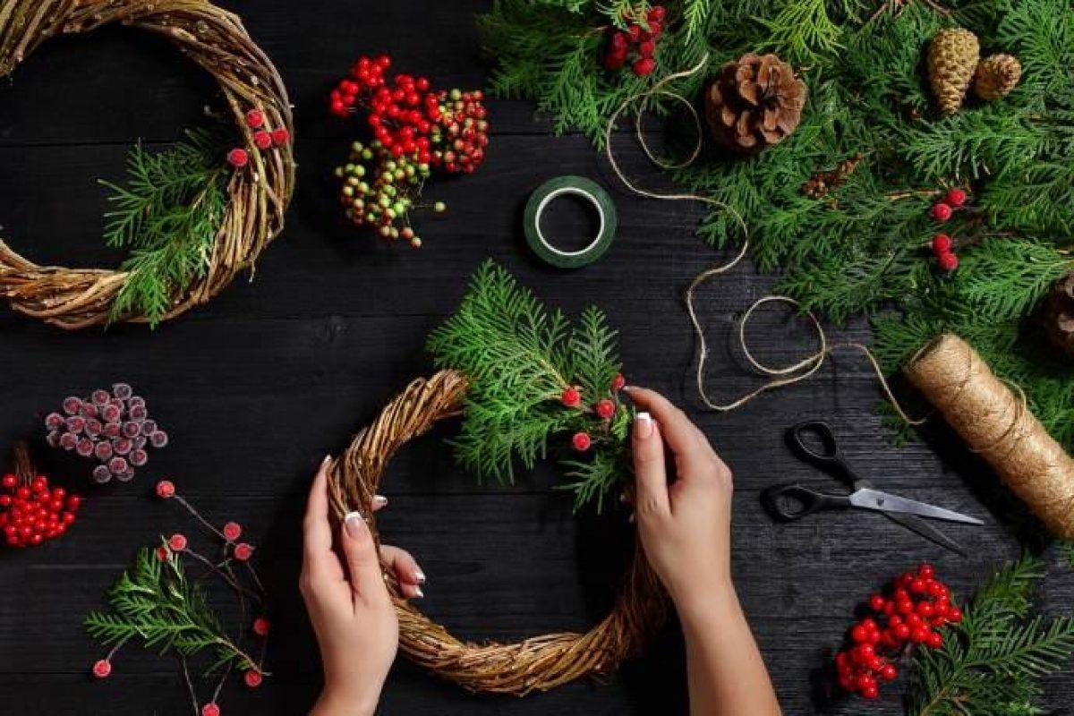 Creare Composizioni Per Natale decorazioni di natale con frutta, piante spontanee, erbe