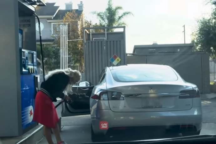 Tesla donna