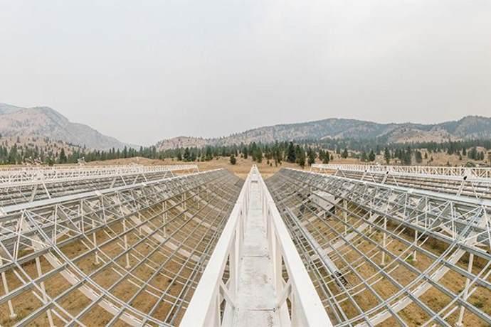 lampi di luce telescopio canadese