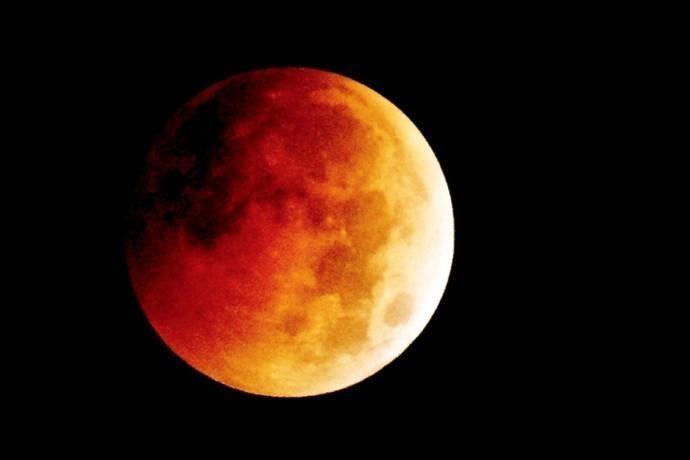 eclissi superluna rossa