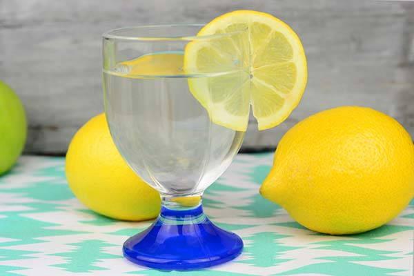 Acqua E Limone Cosa Succede Al Corpo Assumendola Tutti I Giorni Greenme