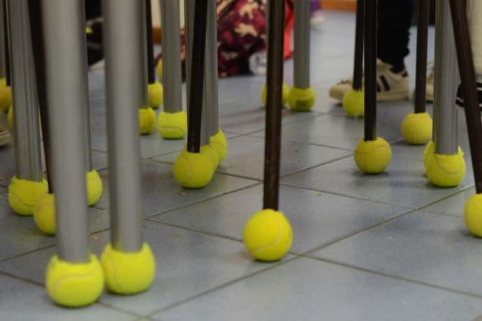 Palline tennis a scuola