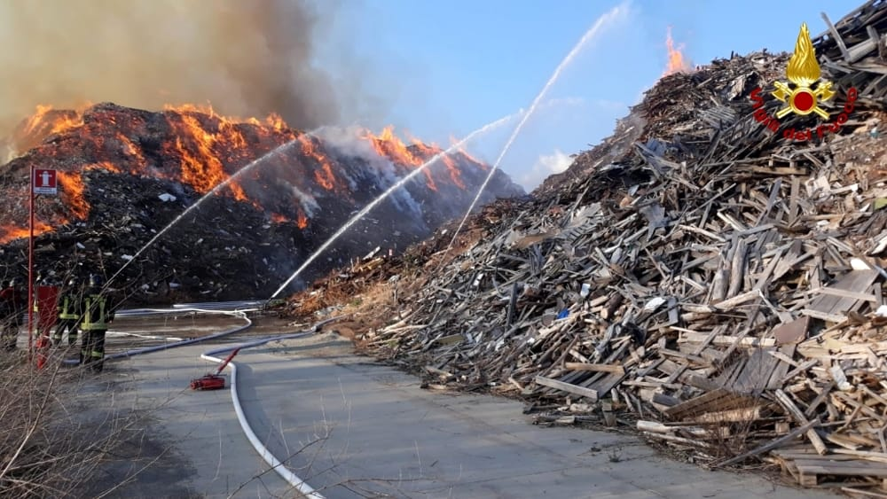 incendio frossasco vigili del fuoco