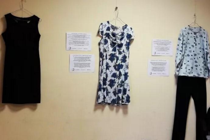 mostra violenza donne come eri vestita